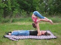 Acro-Yoga trifft Zirkus für Familien